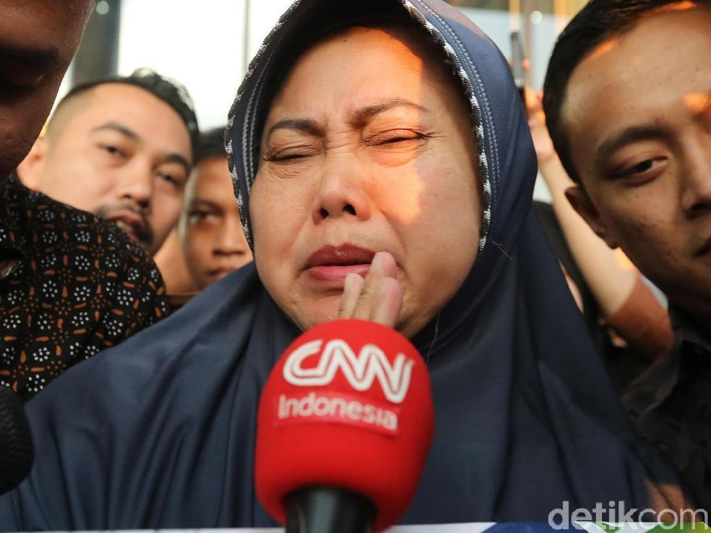Anggota DPRD Kota Malang Ini Menangis Saat Ditahan KPK