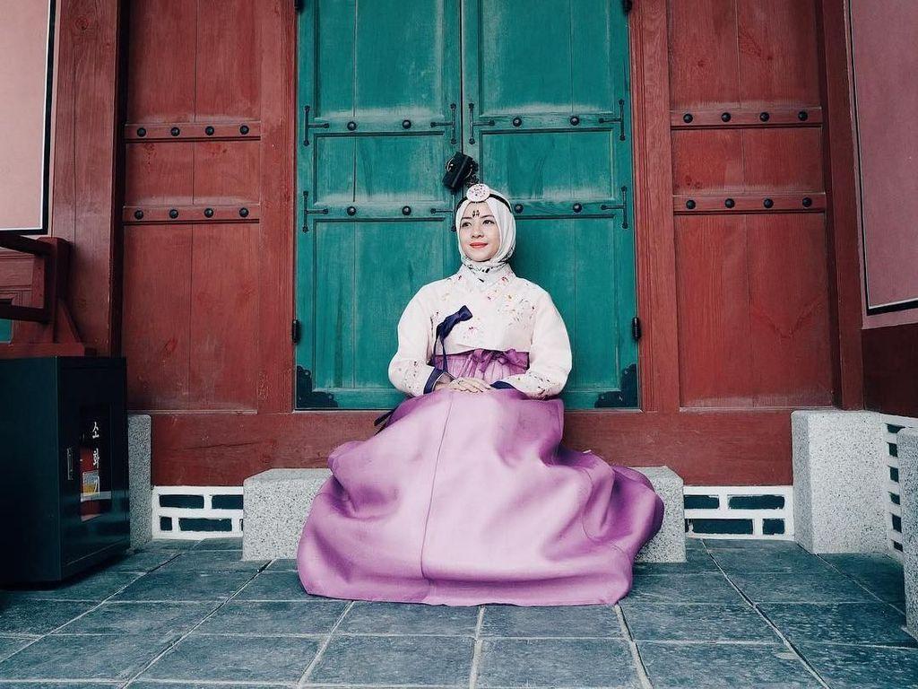 Anyonghaseyo, Cantiknya Gaya Hijab Natasha Rizki Saat Jalan-Jalan di Korea