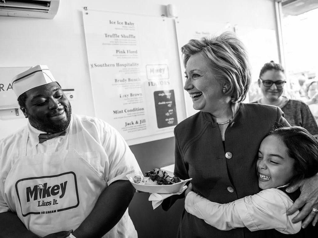 Kopi dan Popcorn Selalu Jadi Teman Favorit Hillary Clinton