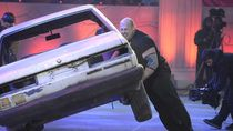 Rekor Baru, Pria Ini Membalikkan 13 Mobil dalam 5 Menit