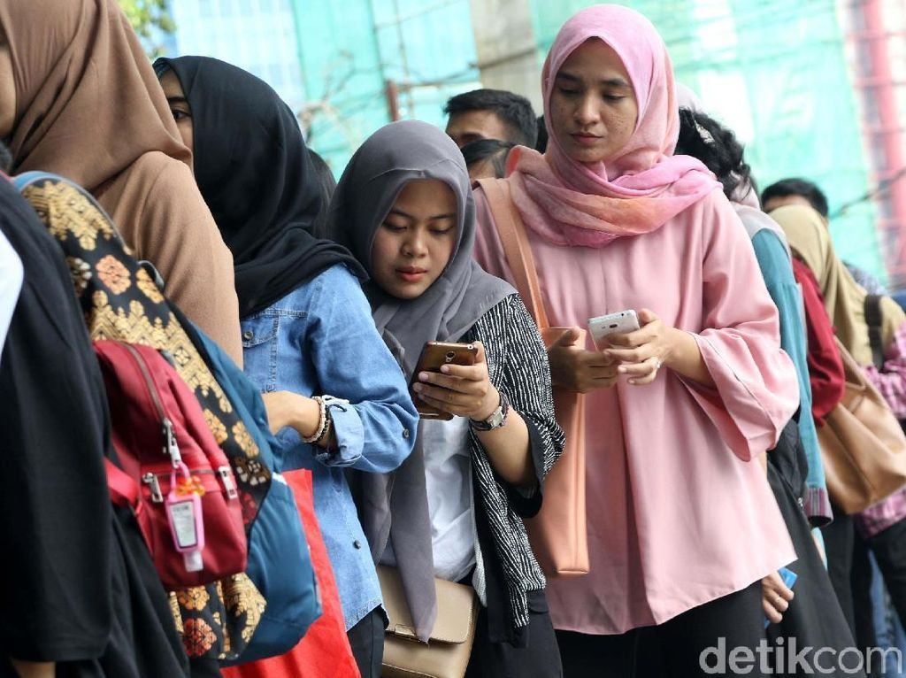 Pencari Kerja di Indonesia Career Expo Membludak