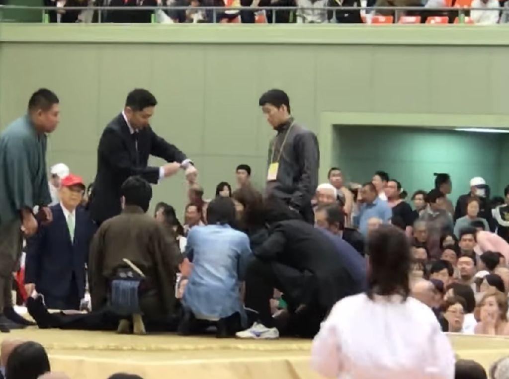 Kenapa Wanita di Jepang Tak Boleh Masuk Ring Sumo?