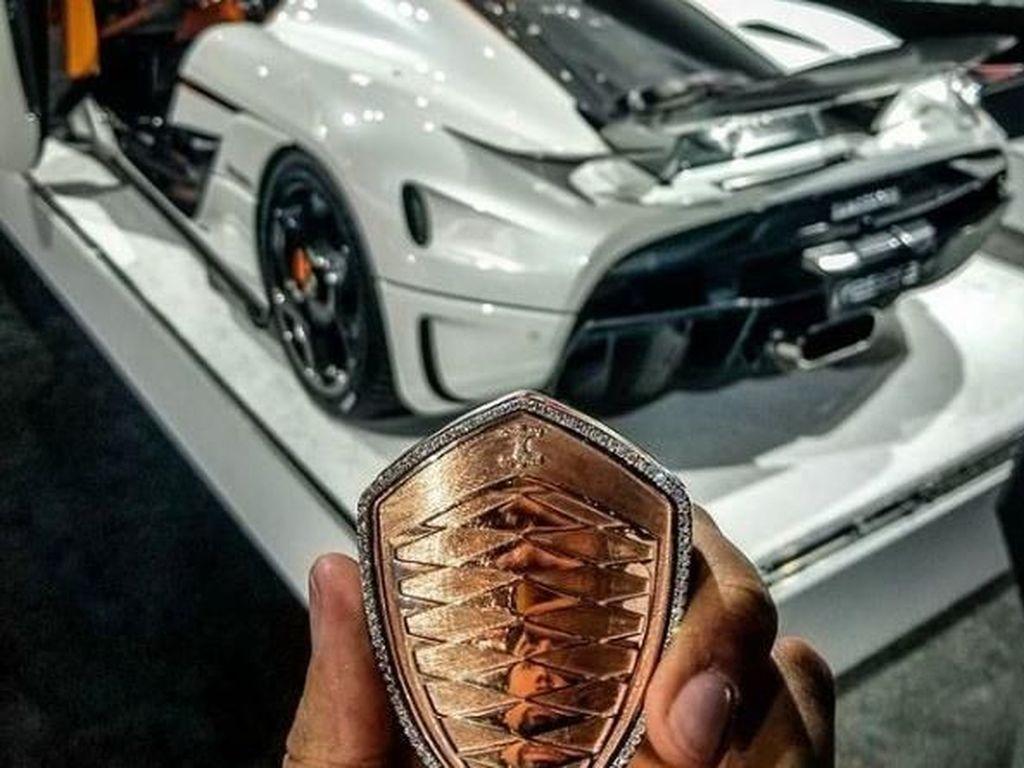 Keren, Kunci Mobil Sport Ini Terbuat dari Emas dan Berlian