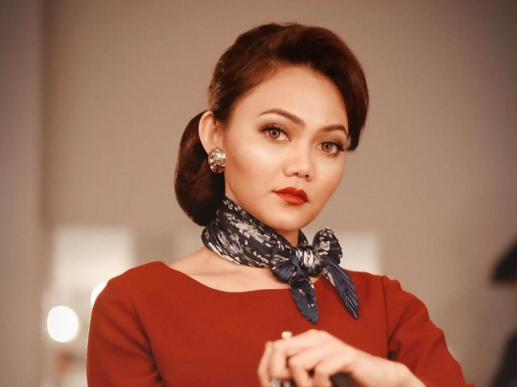 Tampil Berkonde, Rina Nose Tuai Komentar Netizen