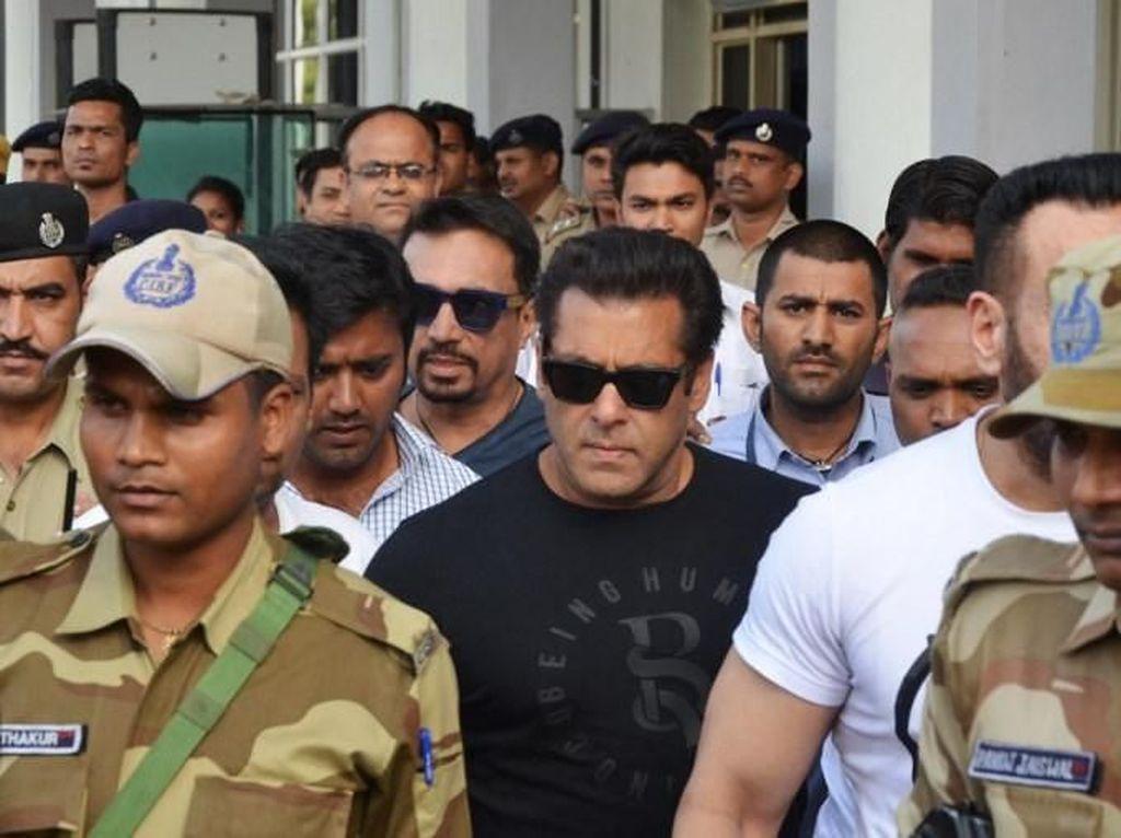 Bebas Penjara, Salman Khan Langsung Kunjungan ke Sekolah