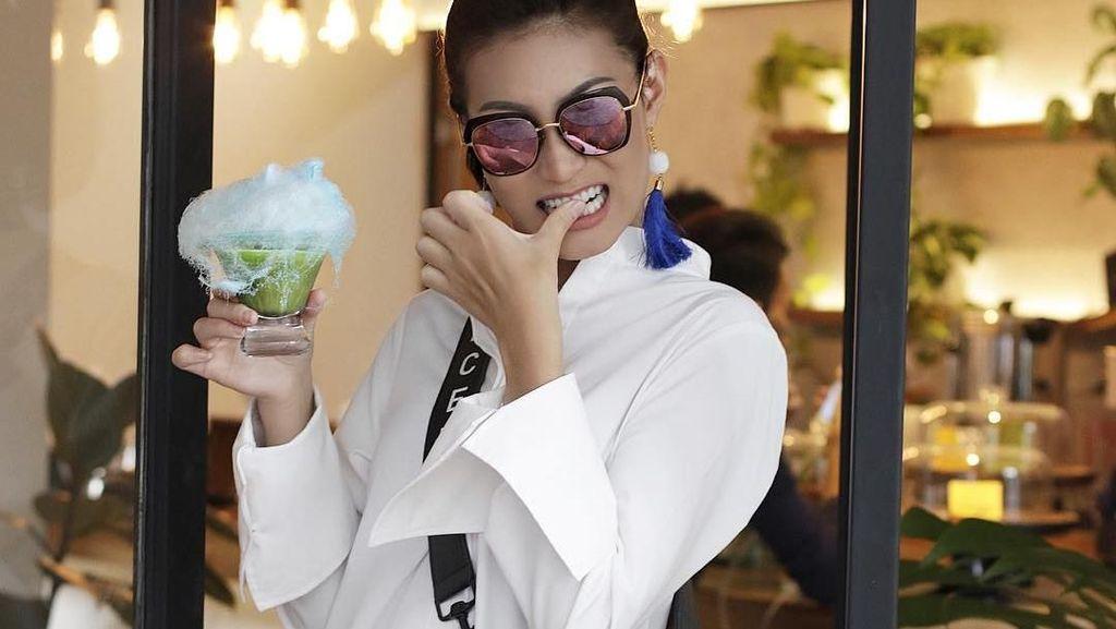 Begini Aksi Patricia Gouw, Model Cantik Nan Kocak Saat Makan!