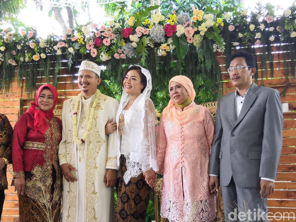 Chef Aiko dan Suami Bulan Madu Sambil Bermotor ke Lombok