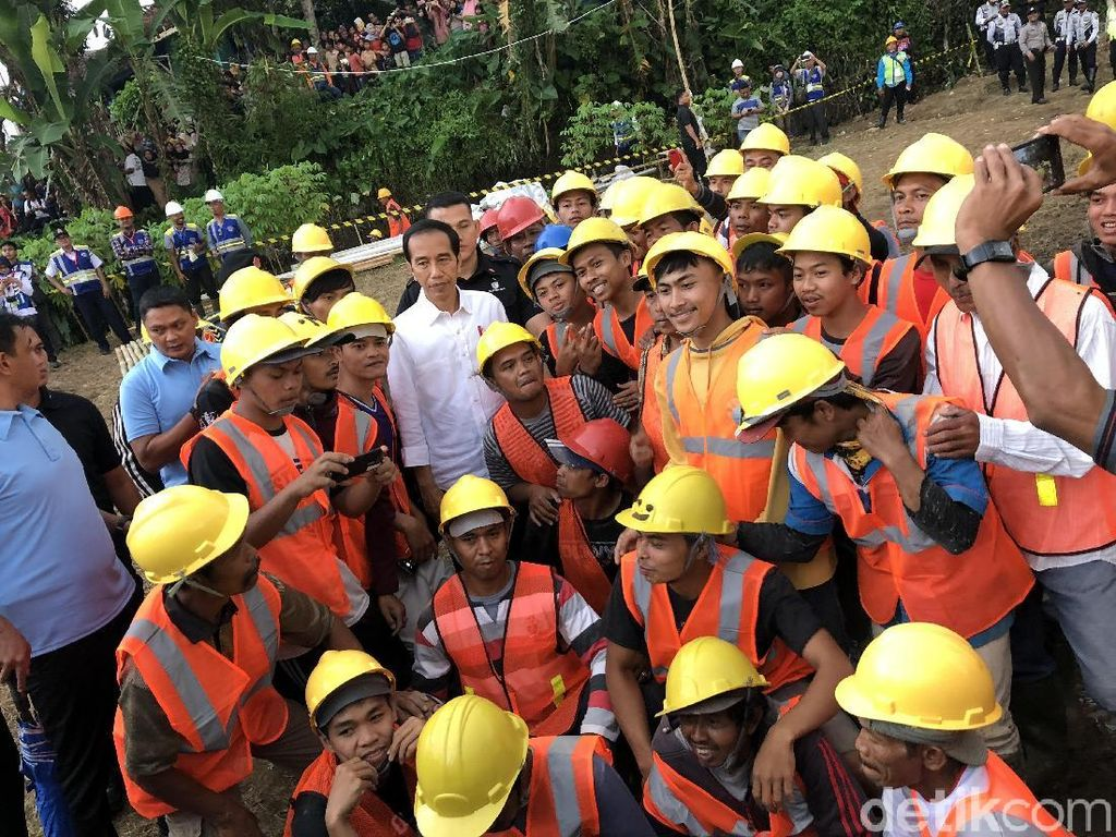 Jokowi Ingin Program Padat Karya Serap Tenaga Lokal
