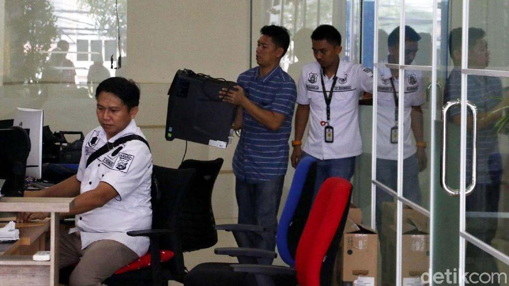Polisi Geledah Kantor Abu Tours di Jakarta