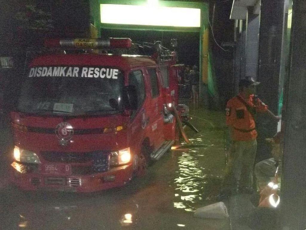 Banjir di Garut juga Rendam Pesantren Persis