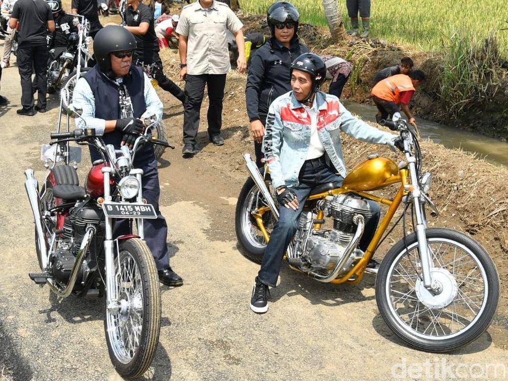 Ini Alasan Jokowi Tinjau Padat Karya Naik Motor