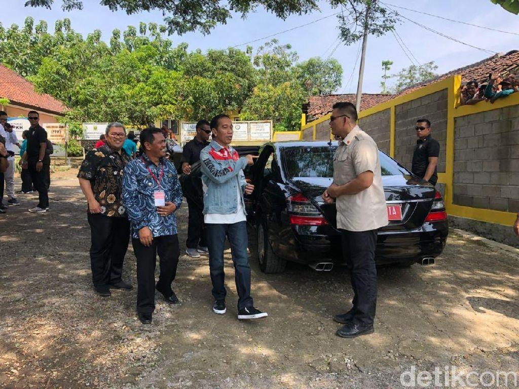 Momen Jokowi Siap-siap Touring Naik Chopper Emas