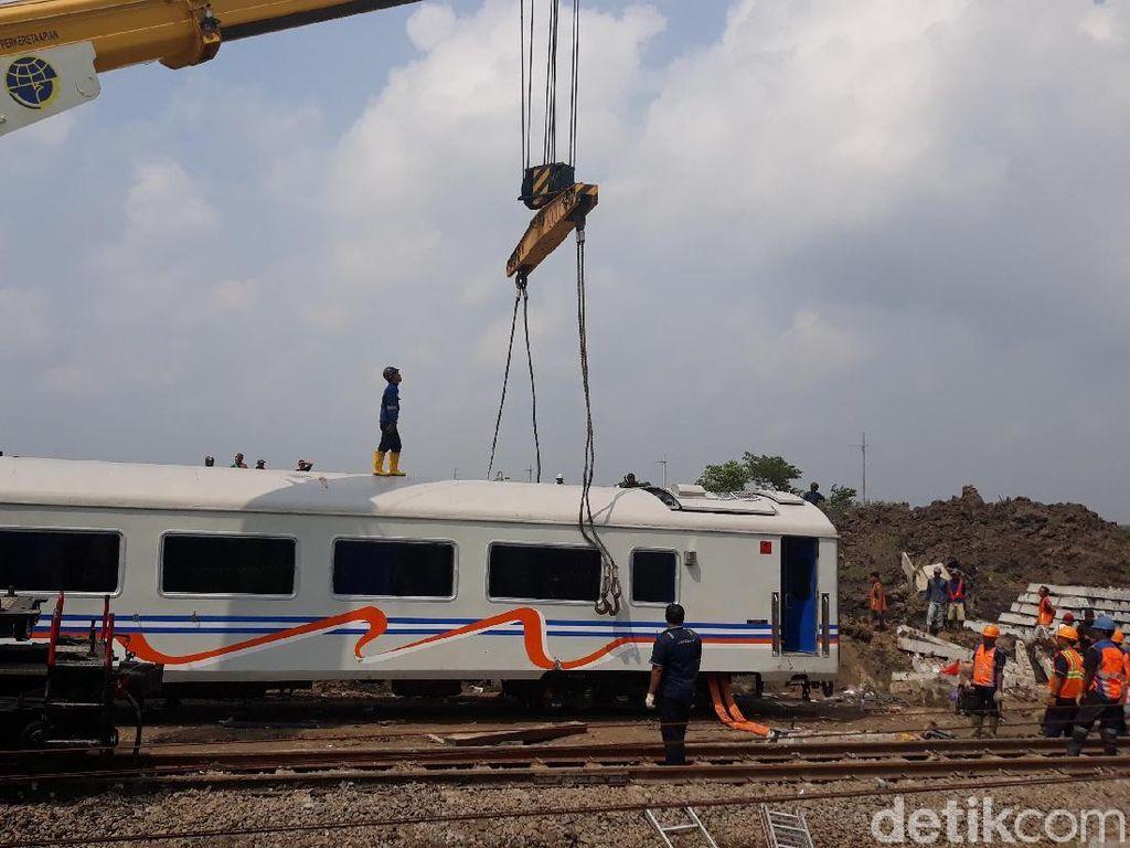 Evakuasi KA Sancaka Tuntas, Jalur Kereta di Ngawi Belum Normal