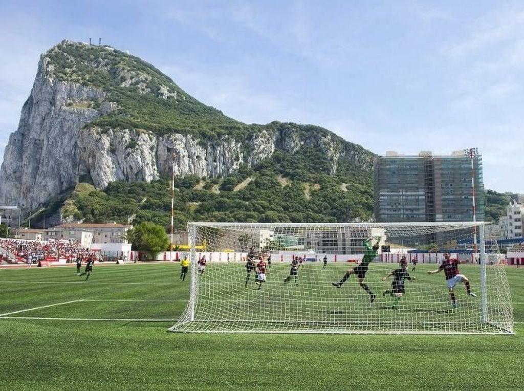 Gibraltar Mulai Program Vaksinasi, Lockdown Pun Dicabut