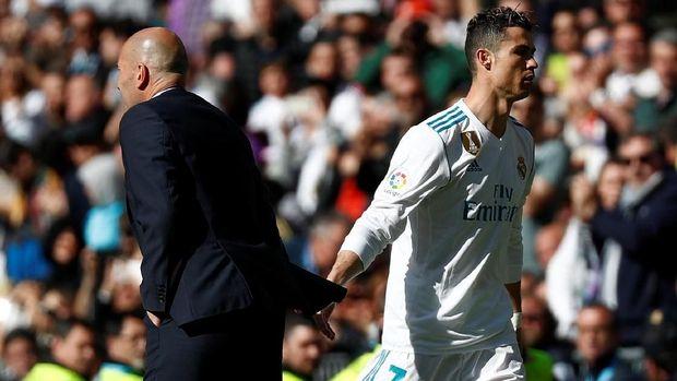 Cristiano Ronaldo ditarik keluar Zinedine Zidane pada menit ke-64.