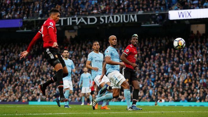Teddy Sheringham memprediksi Man City akan mengungguli Man United. (Foto: Russell Cheyne/Reuters)