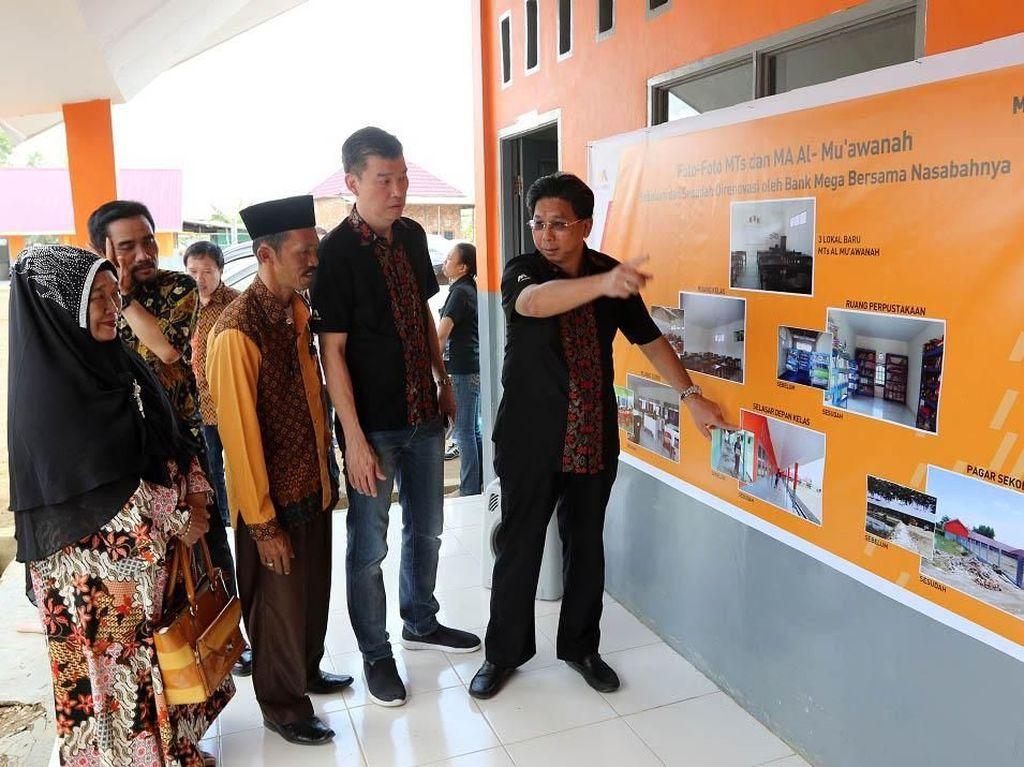 Bank Mega Renovasi Madrasah Tsanawiyah Al Muawanah Palembang