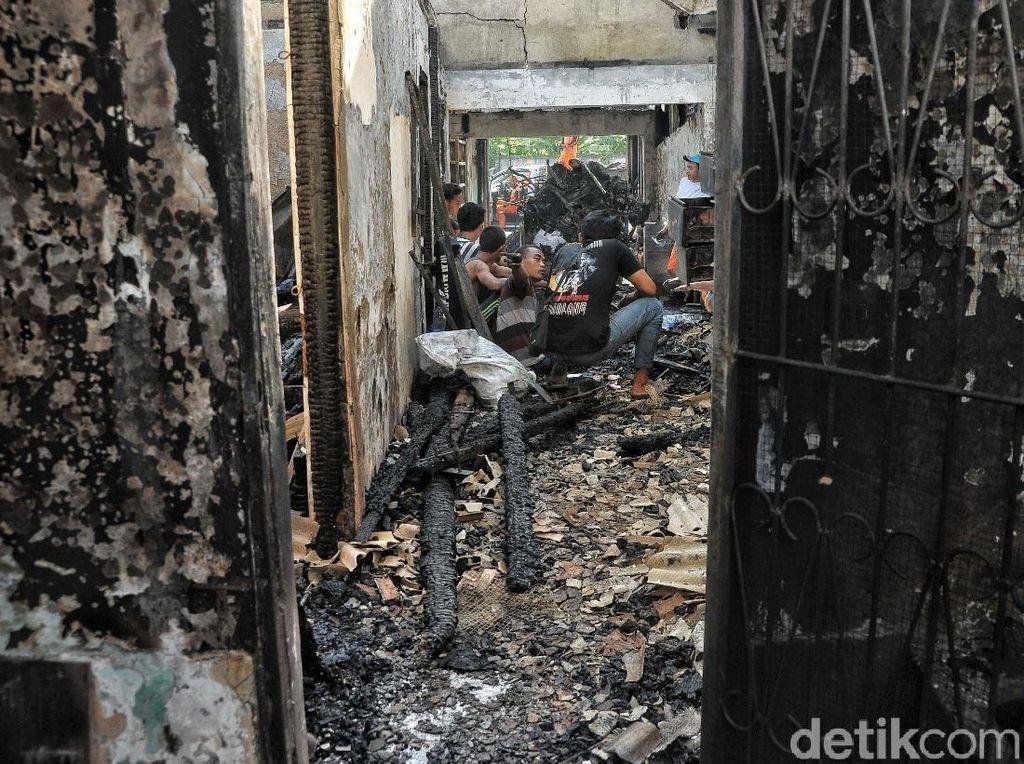 Tiga Bengkel di Penjaringan Ludes Terbakar