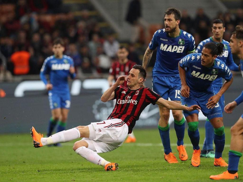 Kalinic Hindarkan Milan dari Kekalahan saat Menjamu Sassuolo