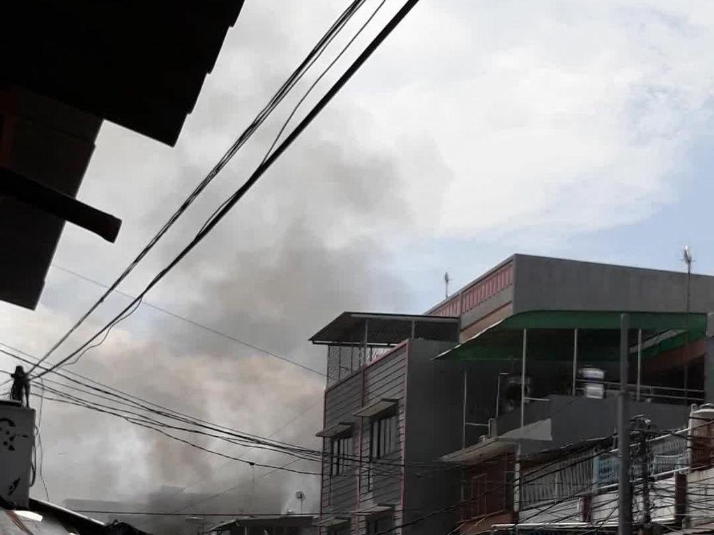 Kebakaran di Teluk Gong Jakarta, 12 Mobil Pemadam Meluncur