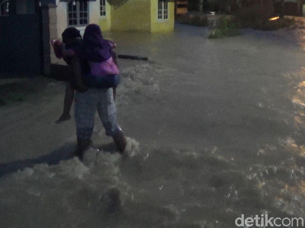 Banjir Landa 8 RT di Alam Barajo, Jambi