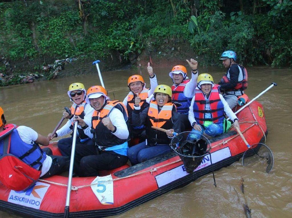 Bersih-bersih Sungai Ciliwung