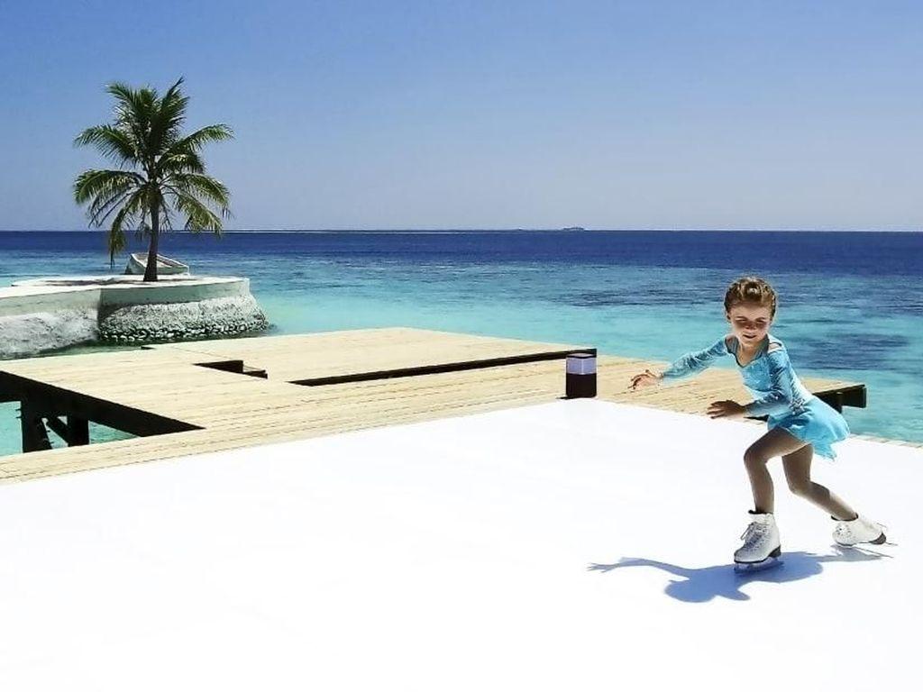 Foto: Ice Skating di Tepi Pantai Tropis, Bisa!