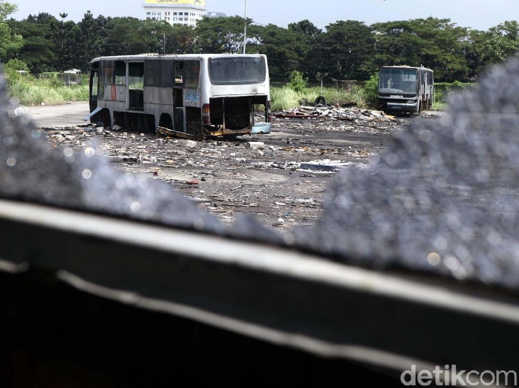 Di Sini Kuburan Bus TransJakarta