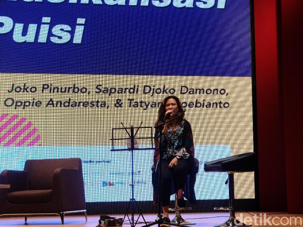 Kisah Oppie Andaresta Musikalisasi Sajak Joko Pinurbo yang Jenaka