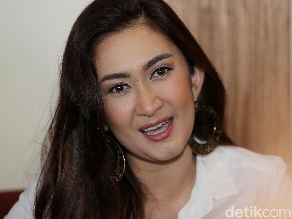 Nafa Urbach Batal Susul Anak ke Bali karena Positif COVID-19