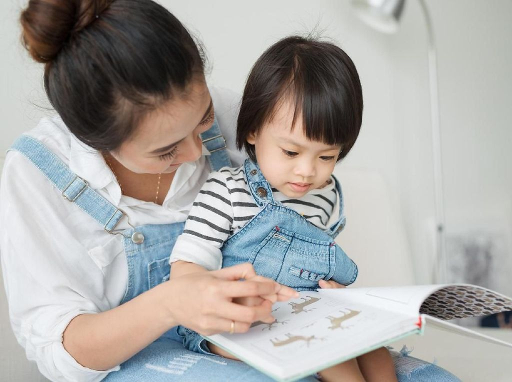 2 Tips dari Psikolog agar Anak Suka Membaca