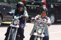 Jokowi 'meracuni' Basuki dengan motor kustom