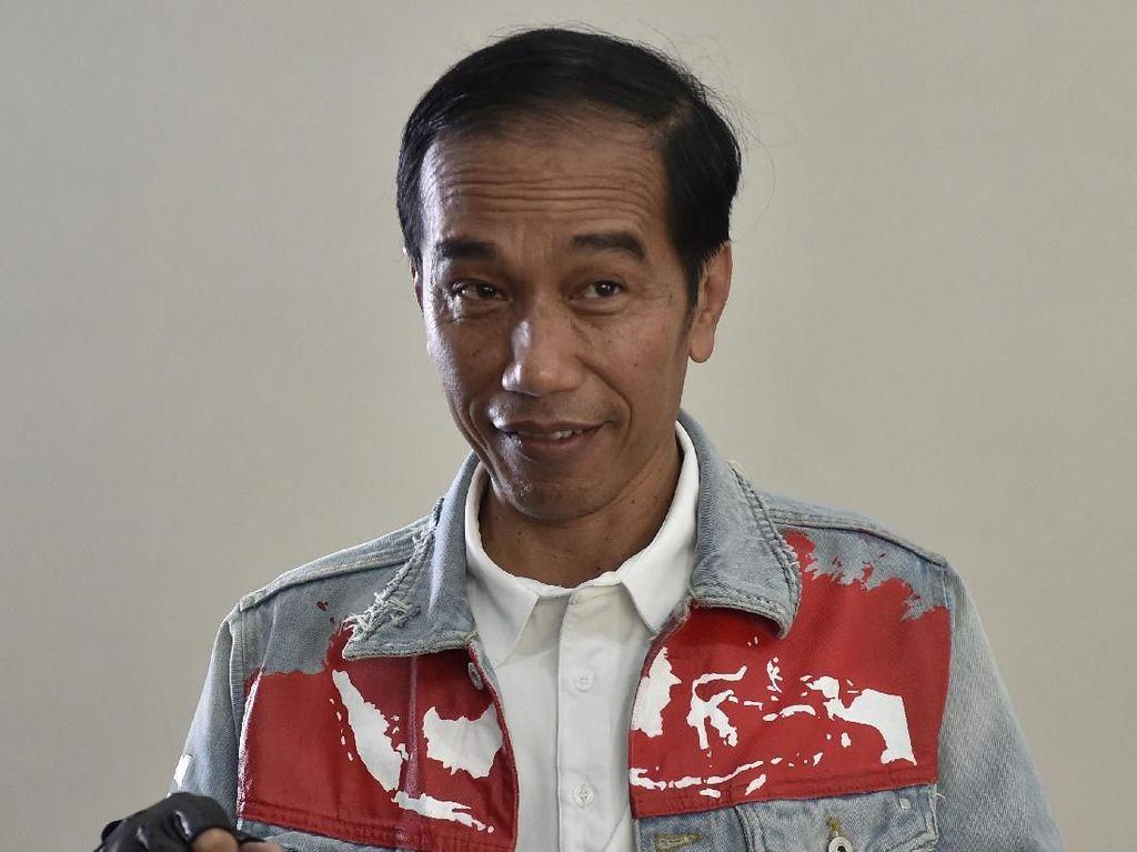 Jaket Indonesia yang Dipakai Jokowi Dihina, Gibran Sempat Emosional