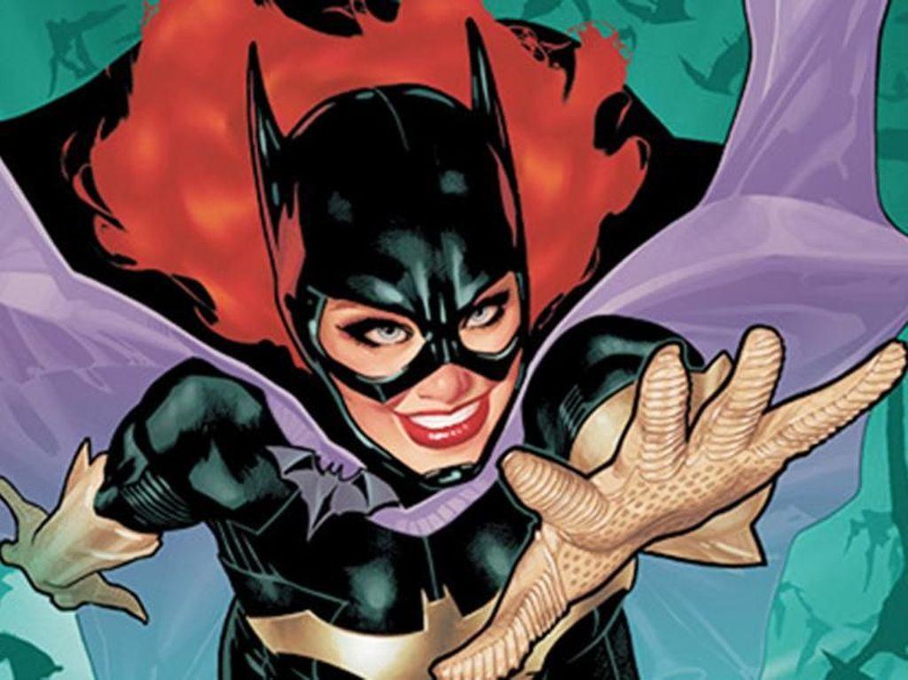 Rayakan Halloween, Anggota DPR Datang ke Sidang Pakai Kostum Batgirl