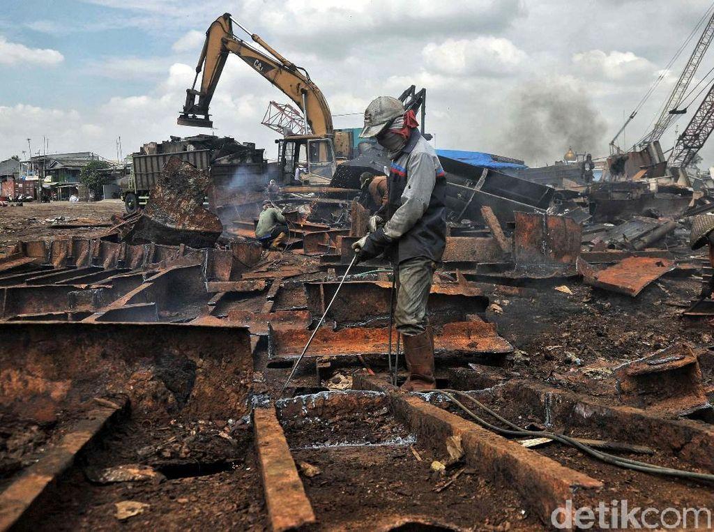 Jokowi Mau Longgarkan Impor Besi Rongsok, Apa Alasannya?