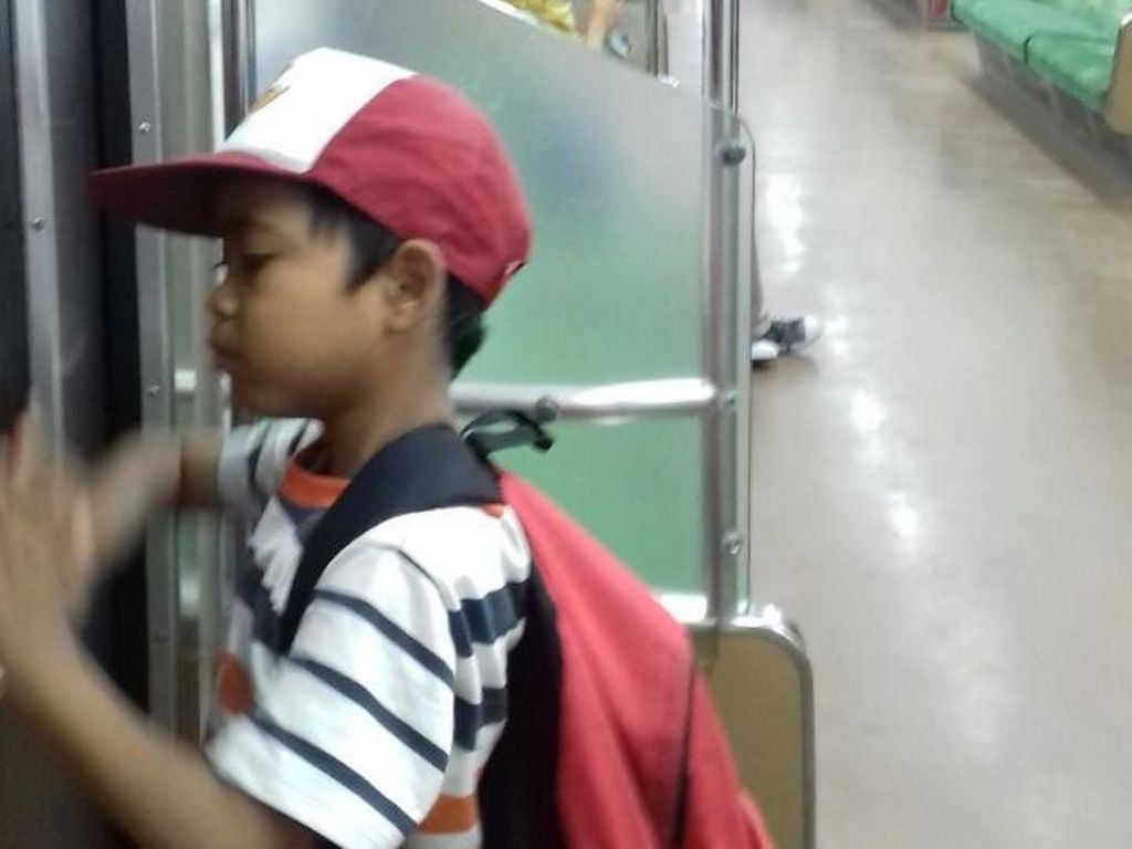 Kisah Alpin, Bocah SD yang Naik KRL dari Parung Panjang  ke Tn Abang