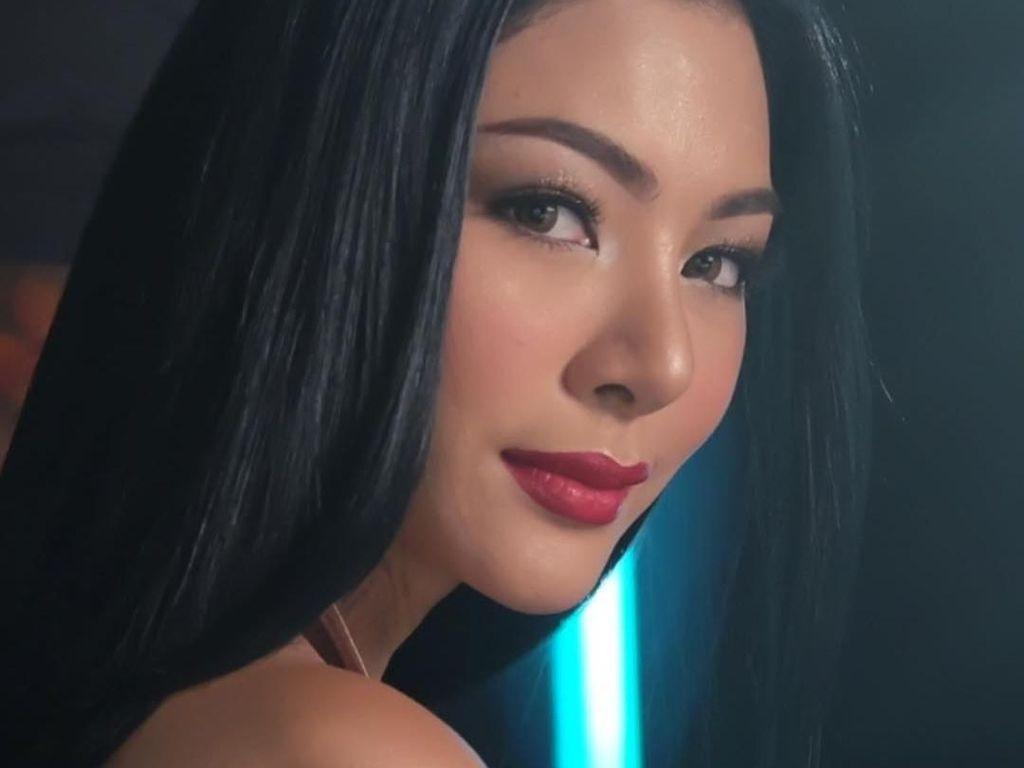 Kabarnya Pacaran, Ini Potret Cantik Miss Thailand Pakai Lipstik Ivan Gunawan