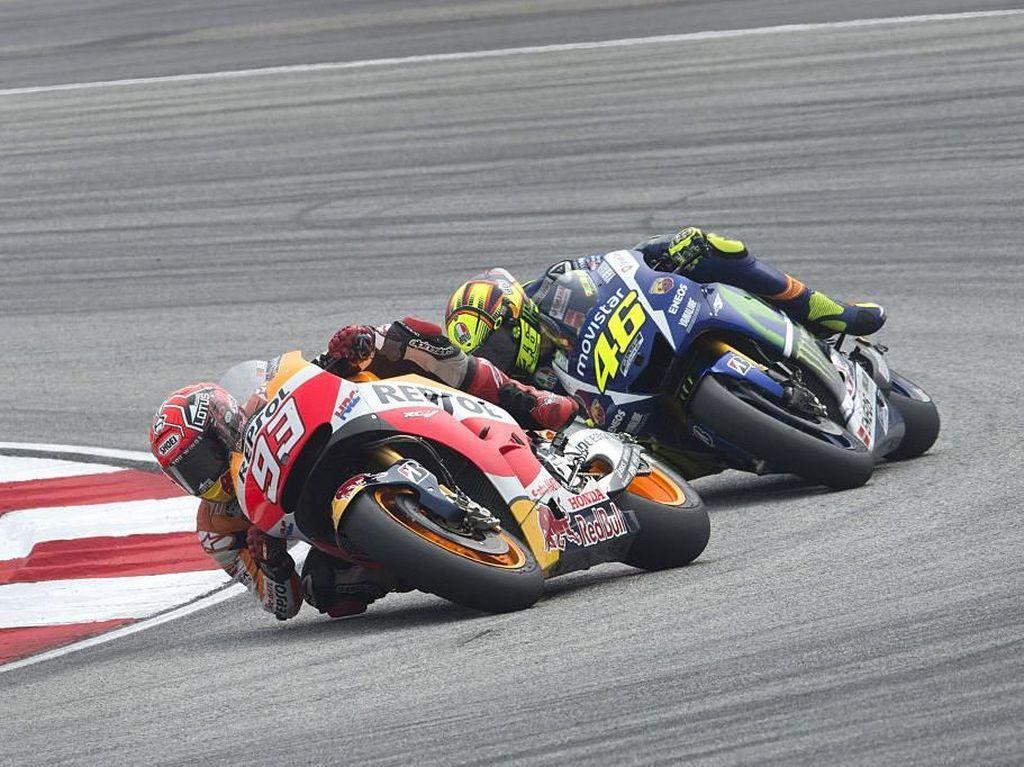 Marquez Dikontrak Lama dengan Honda, Rossi: Aneh, sih