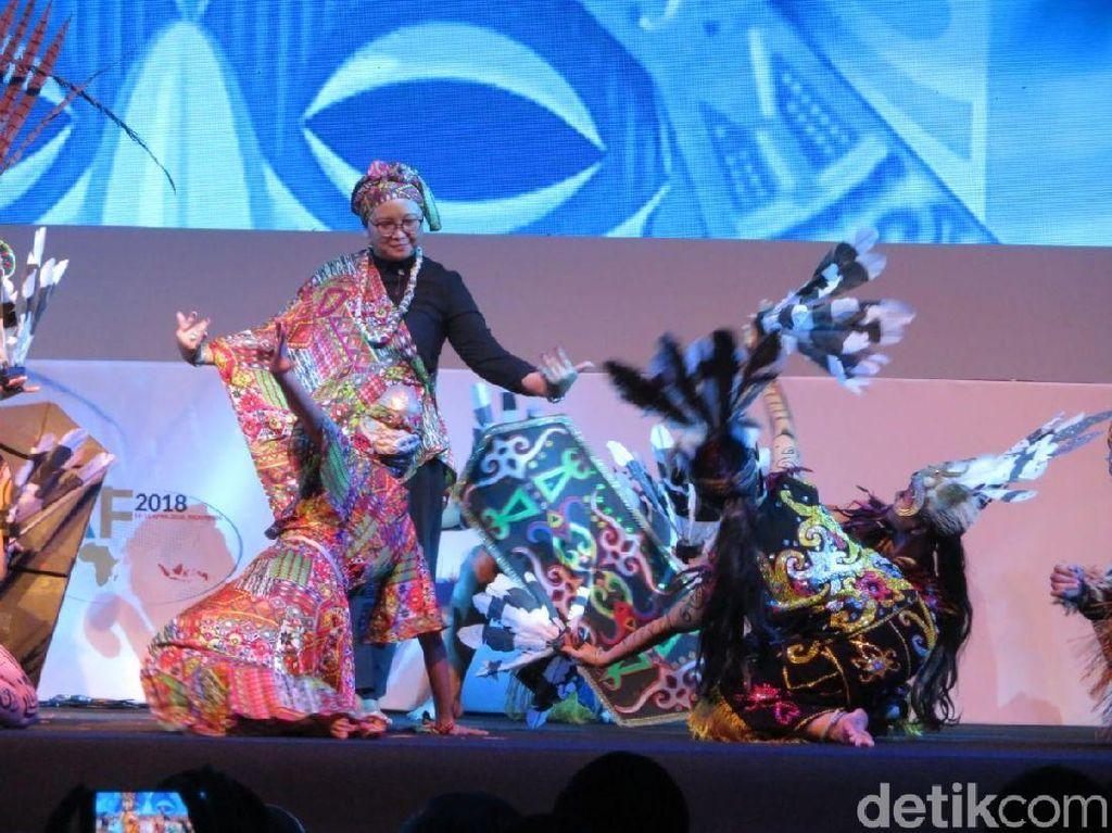 Menlu Retno Ikut Menari di Pembukaan Indonesia Africa Forum