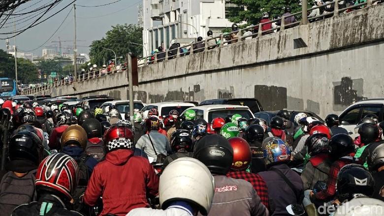 Macet Horor di Matraman, Sandiaga: Kan Baru Uji Coba