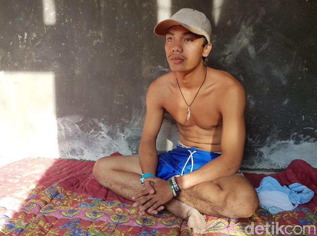 Bona, Kuli Bangunan yang Kini Ngetop Gara-gara Colek Jokowi
