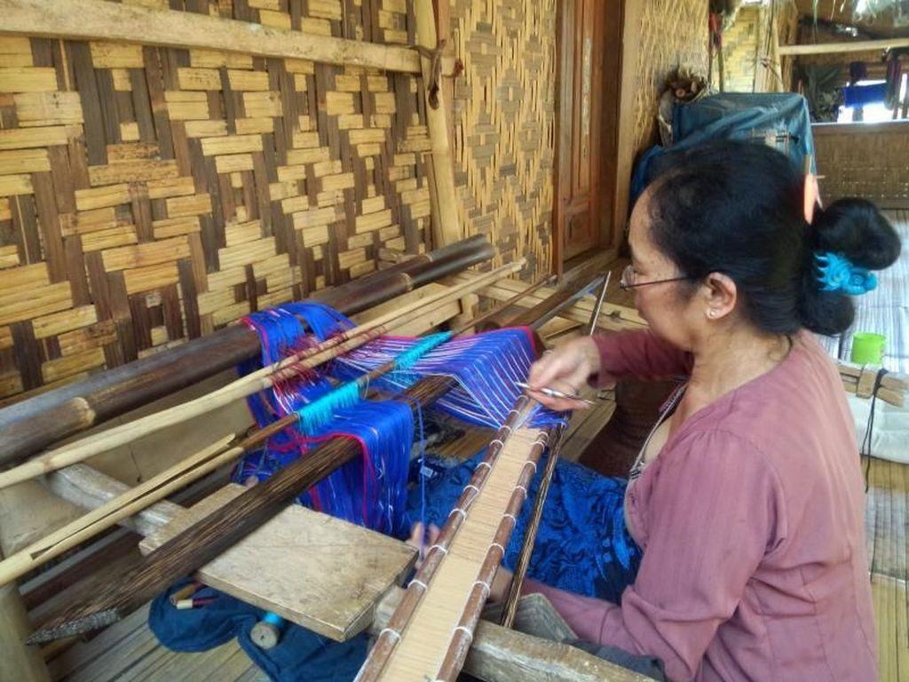 Meneladani Kearifan Lokal Suku Baduy