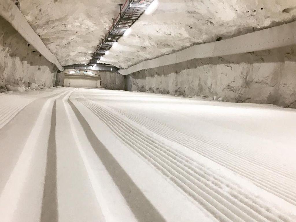 Cuma di Swedia, Terowongan Bersalju Jadi Tempat Main Ski