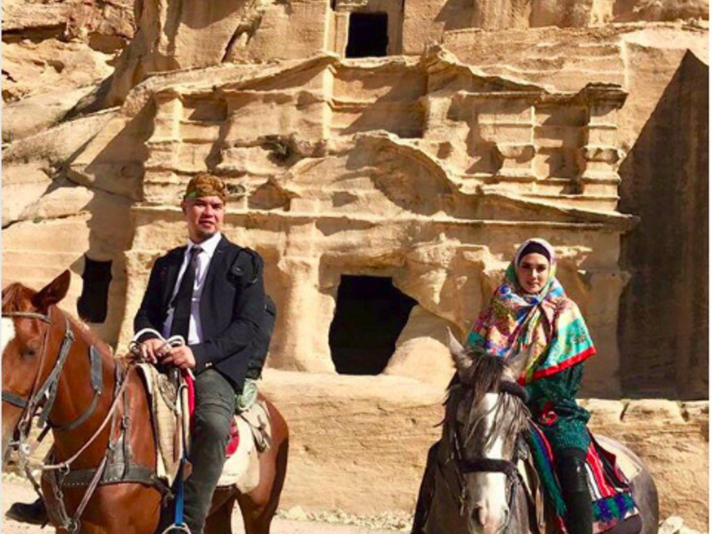 Foto: Liburannya Ahmad Dhani dan Mulan Jameela di Yordania
