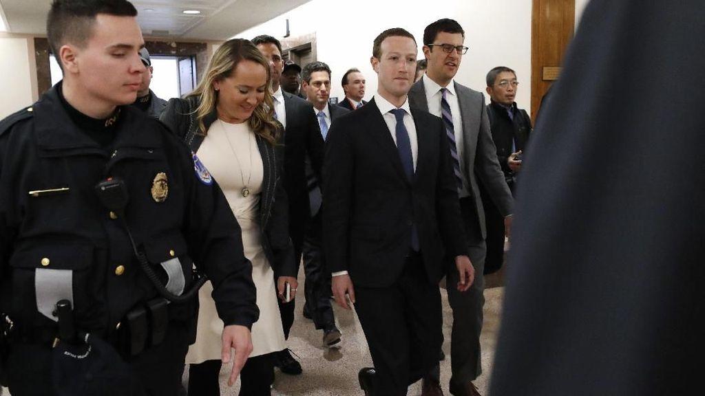 Penampakan Langka Zuckerberg Berjas Lengkap dan Dijaga Ketat