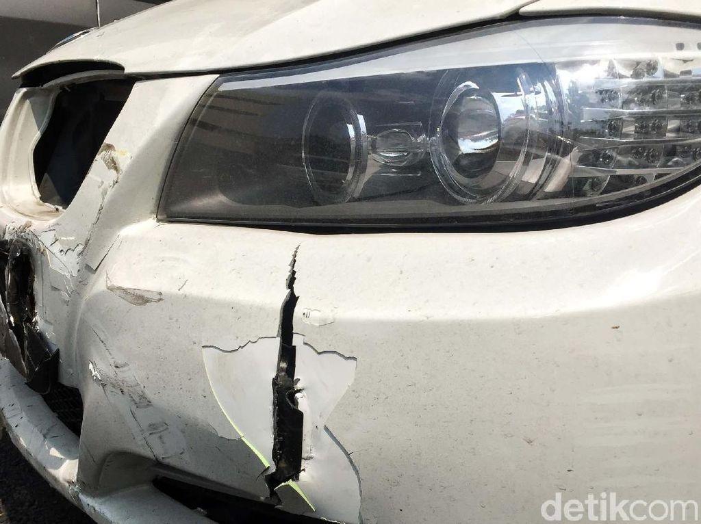 Penampakan Mobil BMW yang Tabrak Ojol di Harmoni