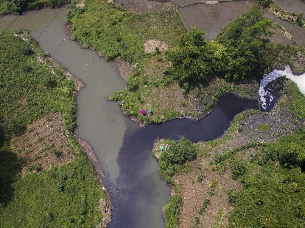 10 Pabrik di Cimahi Terciduk Buang Limbah ke Sungai Citarum