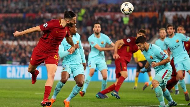 ROME, ITALY - APRIL 10:  Kostas Manolas of AS Roma scores his sides third goal during the UEFA Champions League Quarter Final Second Leg match between AS Roma and FC Barcelona at Stadio Olimpico on April 10, 2018 in Rome, Italy.  (Photo by Catherine Ivill/Getty Images)