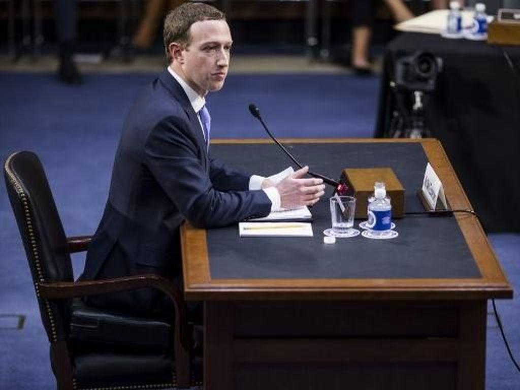 Tempat Duduk Bos Facebook di Senat AS Jadi Bahan Ejekan Netizen
