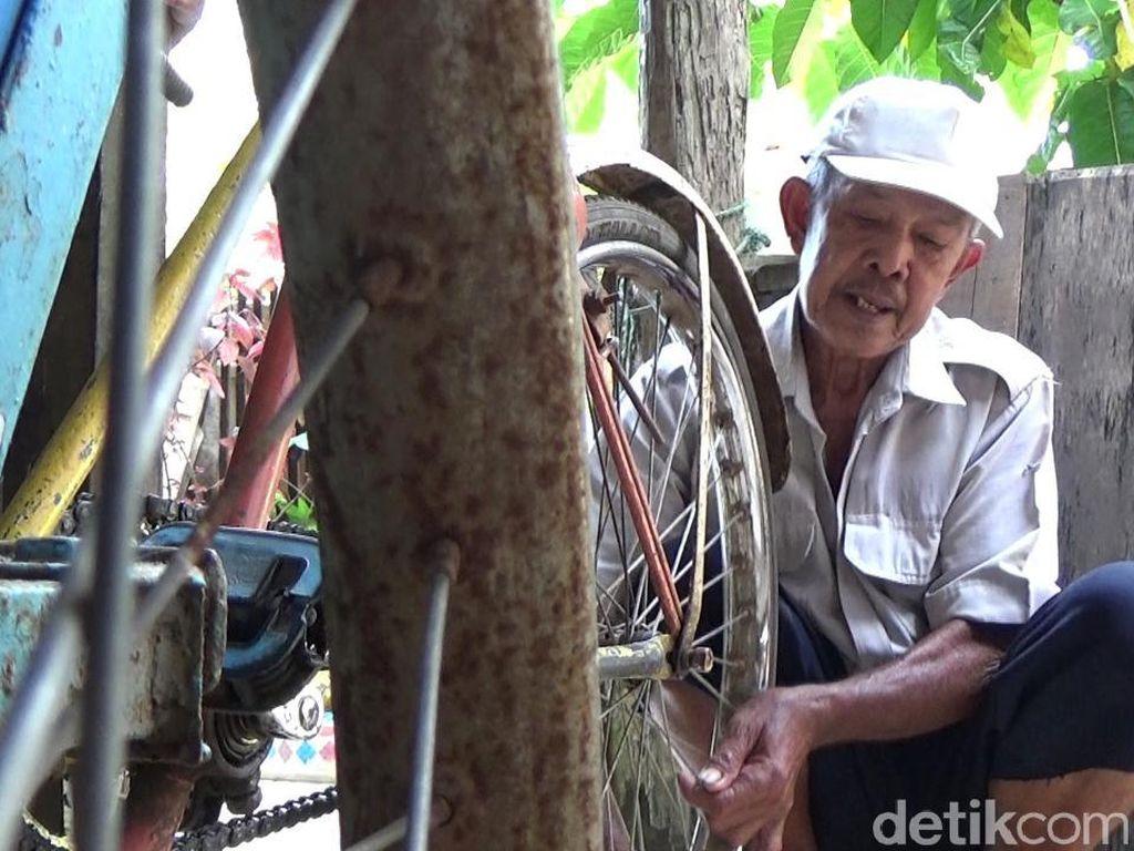 Foto: Tukang Becak  Tuna Aksara Ini Tertipu Abu Tours